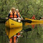 Personen im Kanu auf der Wupper