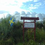 Ein Willkommens Schild mit der Aufschrift Berga Gard.