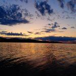 Sonnenuntergang auf einem See.