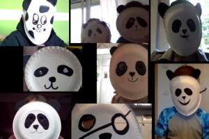 Mehrere selbst gebastelte Pandamasken.
