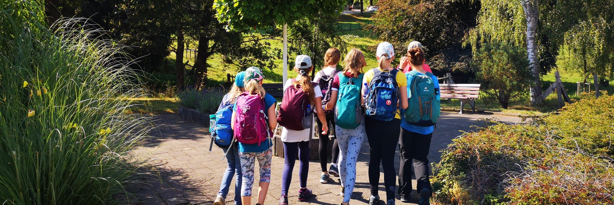 Wandergruppe im Park